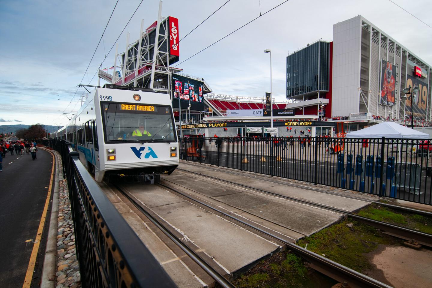 Light Rail train in front of Levi's Stadium